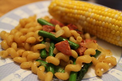 meal(0.0), fusilli(0.0), produce(0.0), sweet corn(1.0), vegetable(1.0), vegetarian food(1.0), corn on the cob(1.0), food(1.0), dish(1.0), cuisine(1.0),