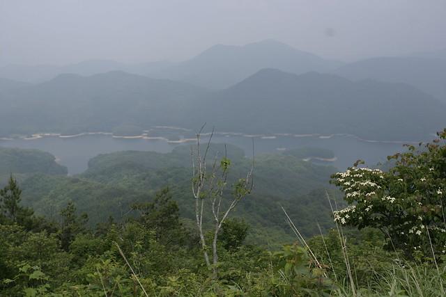 高岳山頂からの眺め.聖湖がよく見えて気持ちよかった.
