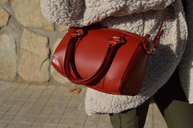 lara-vazquez-madlula-streetstyle-fashion-style-chic-red-bag