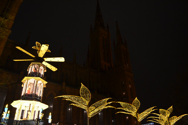 Wiesbaden Sternschnuppenmarkt Christmas pyramid lights and Marktkirche