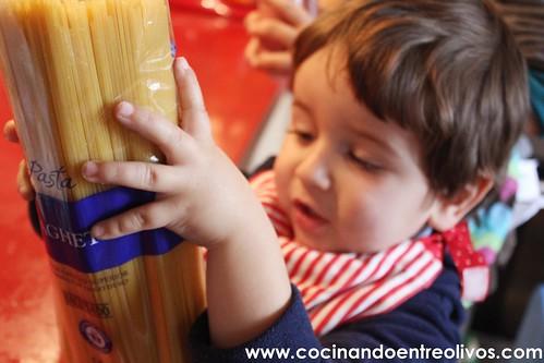 Medusas o Pulpos de espaguetis con salchichas www.cocinandoentreolivos.com (1)