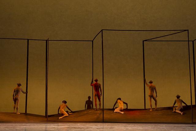 Members of the corps de ballet in Gloria, The Royal Ballet © ROH/Bill Cooper, 2011