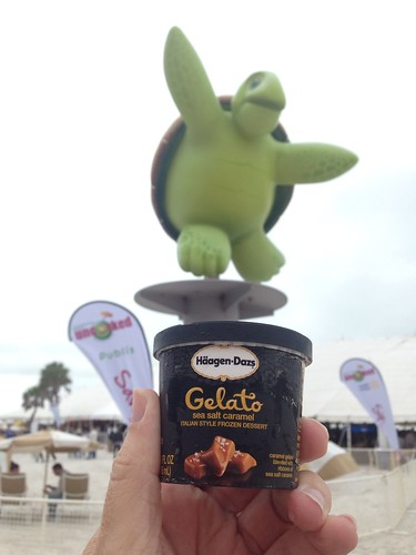 Turtle says @VSPC went that a way! @HaagenDazs_US is @ClBeachUncorked #Clearwater Beach