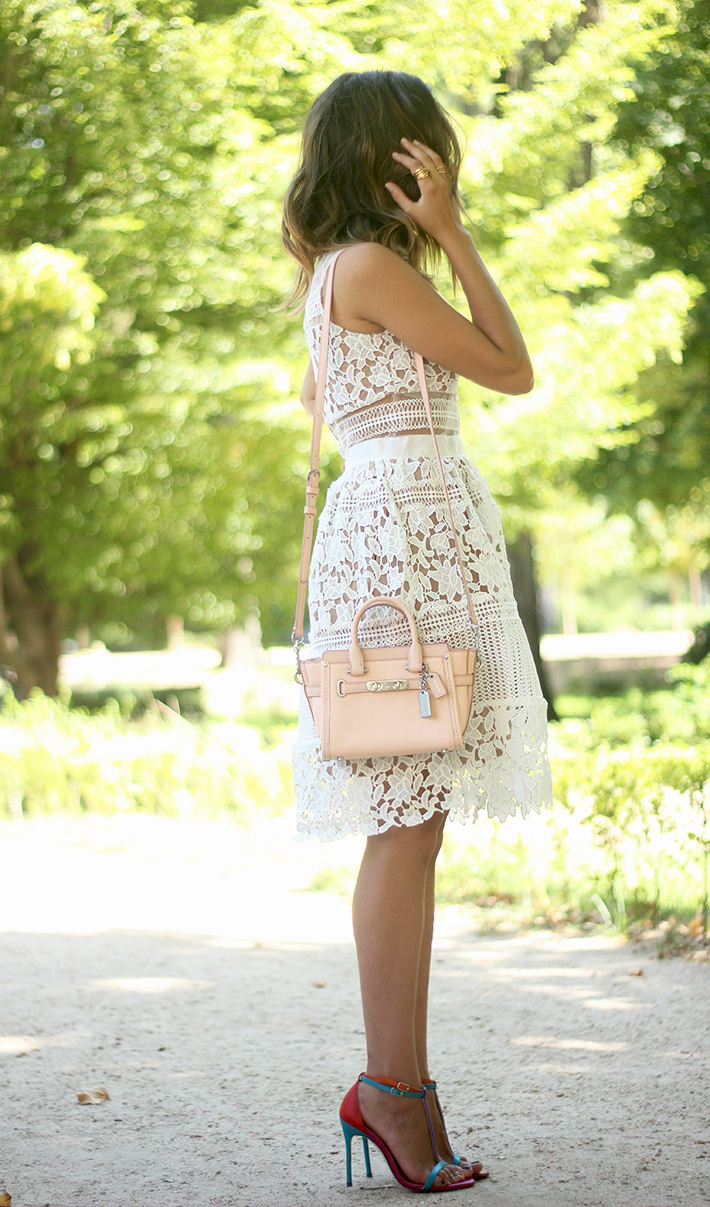 white lace dress summer outfit carolina herrera heels coach bag dior sunnies09
