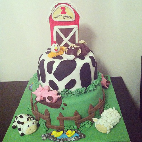 #farmcake#animalcake#barncake#sugarart #sugarpaste #sekerhamurlupastalar by l'atelier de ronitte