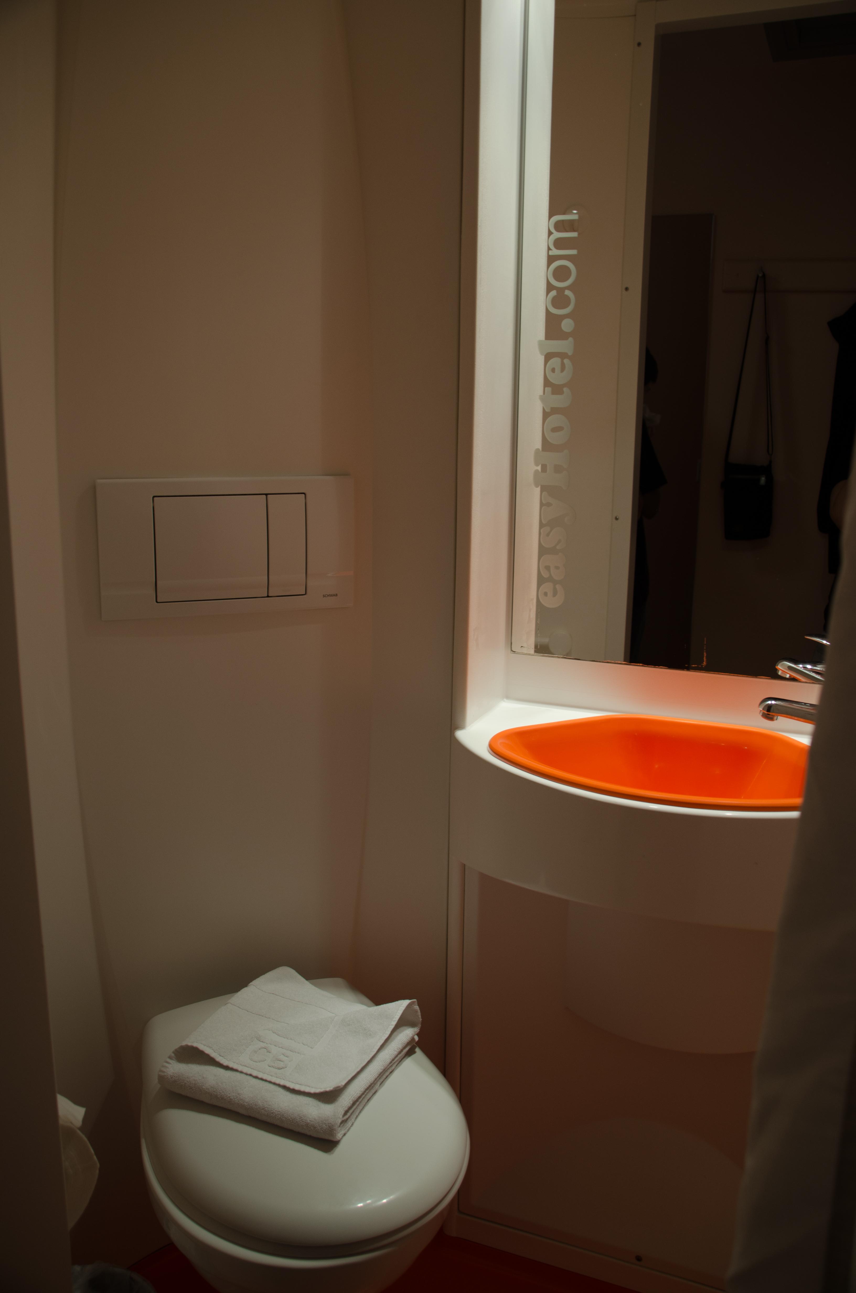 Viajar code ver nica alojamiento en londres for Colgador jabon ducha