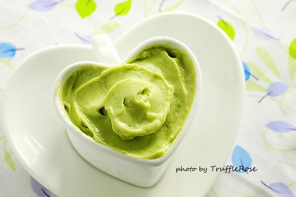 用煉乳做冰淇淋。酪梨冰淇淋(免攪拌、免冰淇淋機)-20130831