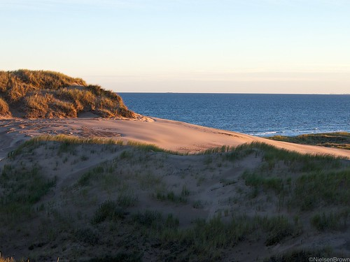 Setting sun colures dunes