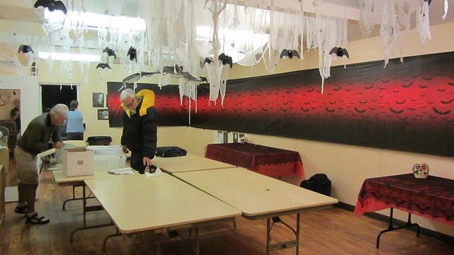 IMG_4819 SBAU telescope workshop SBMNH Broder bldg Halloween decorations