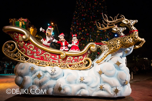 HKDL - Christmas Illumination - A sleigh arrives 2