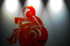 Zeichnung eines Rollstuhlmännchens in rot. Zeichner:  Abhijit Bhaduri / flickr Creative Commons Licence Namensnennung, nicht kommerziell, keine Bearbeitung