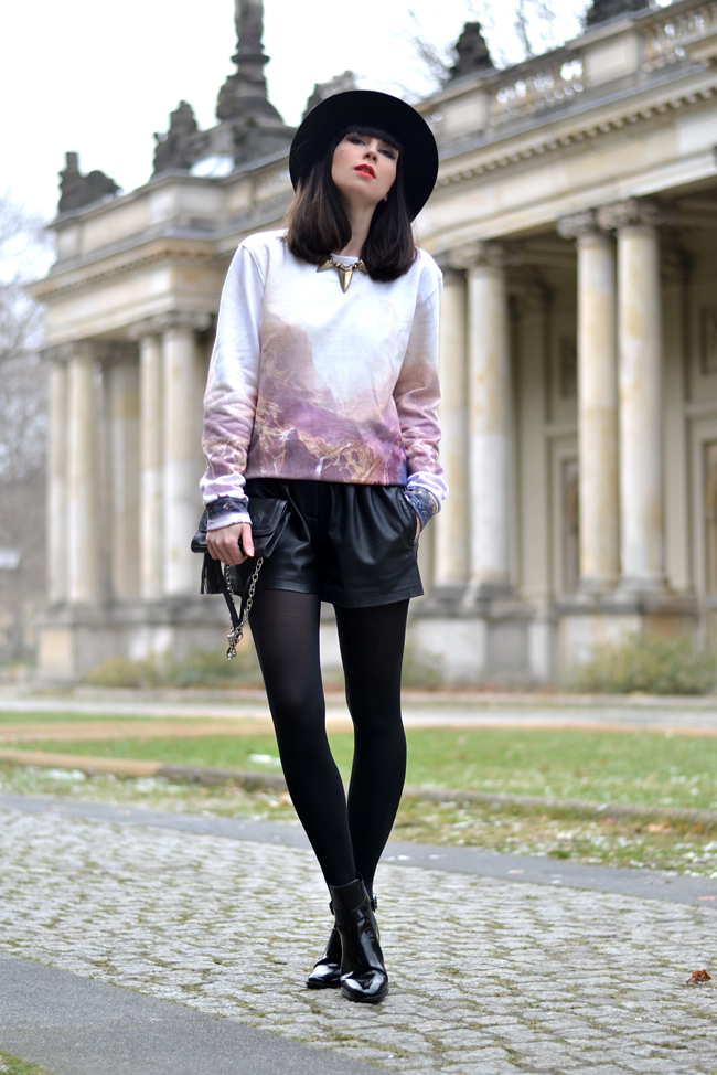 Breaking Rocks Blogger Outfit Landscape Sweatshirt CATS & DOGS Berlin blog 2