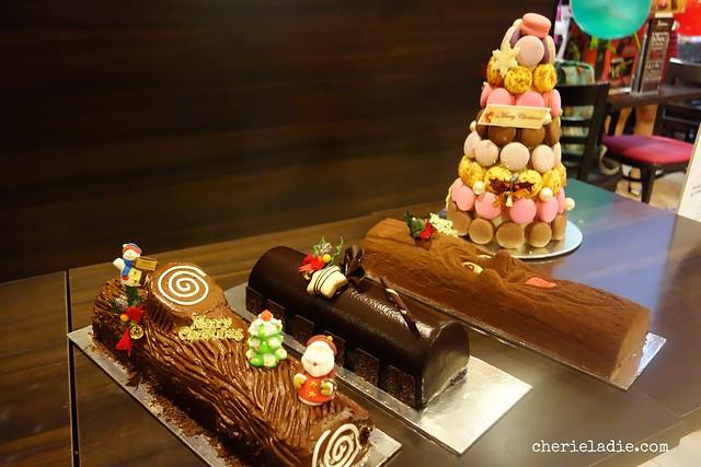 Delifrance Xmas Log Cakes & Macarons.