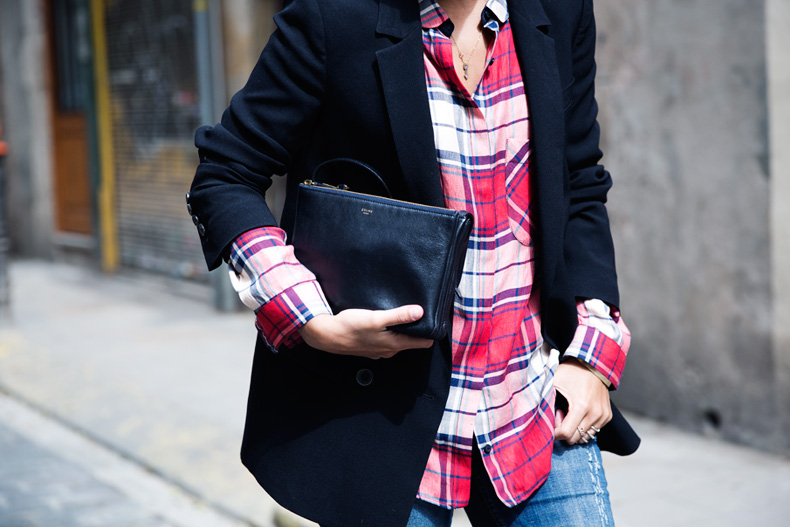 Barcelona_Travels-Belbake-Travels-Plaid_Shirt-Ripped_Jeans-Outfit-Street_Style-Collagevintage-33