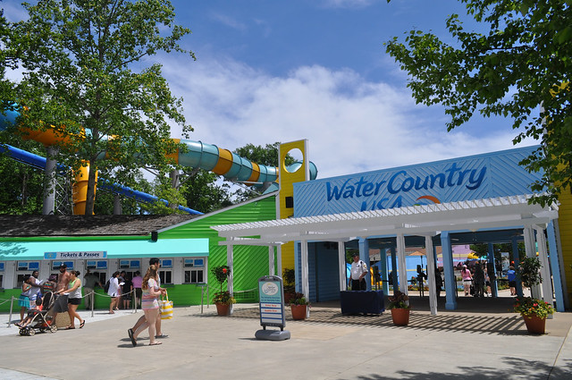 Colossal Curl Adds Big Thrills To Water Country Usa As
