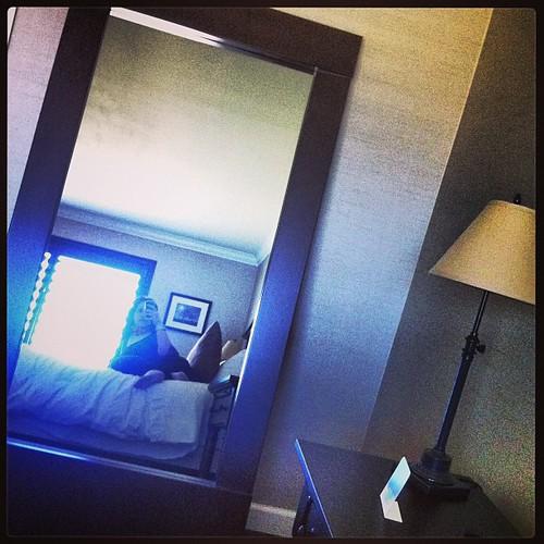 Al fin en el hotel, con wifi y recepcionistas de habla hispana! Yuhu! Y ahora e lo q voy a dormir el sueño q necesito! Bona nit!