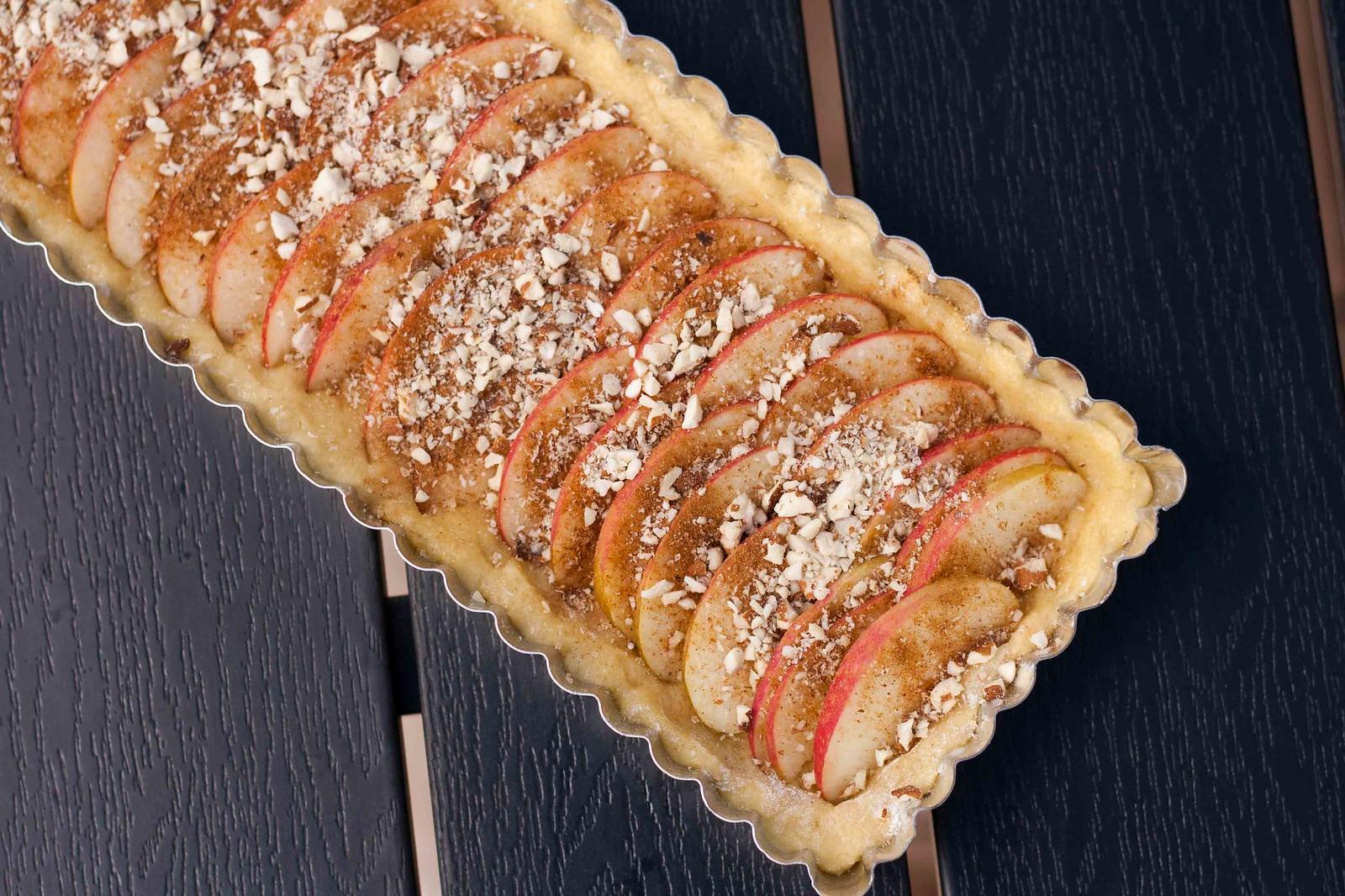 Æbletærte med marcipan, mandler & kanel