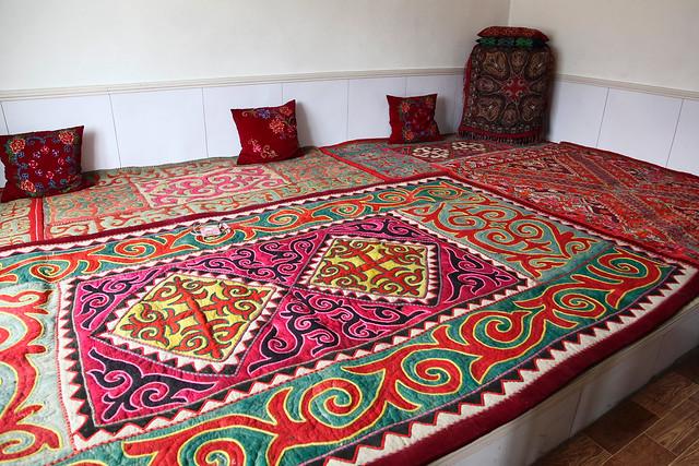 Beautiful Kazakh embroidered carpet, Barkol バルクル、美しいカザフ刺繍の絨毯