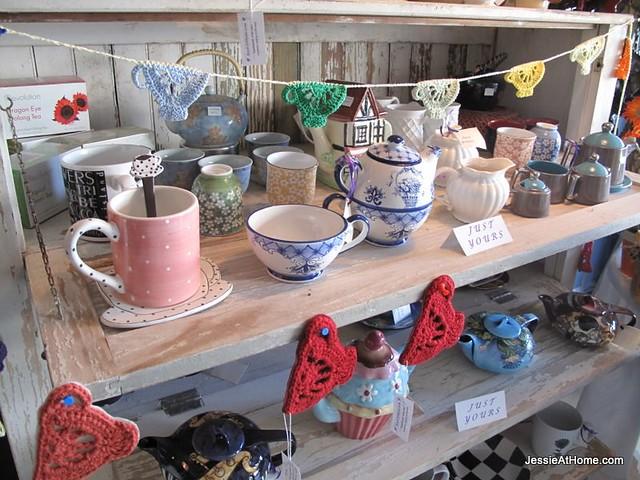 Tea-Cups-and-Bunting-at-InsaniTea