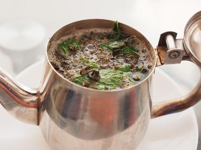 喝咖啡-一壺滿滿薄荷的薄荷茶