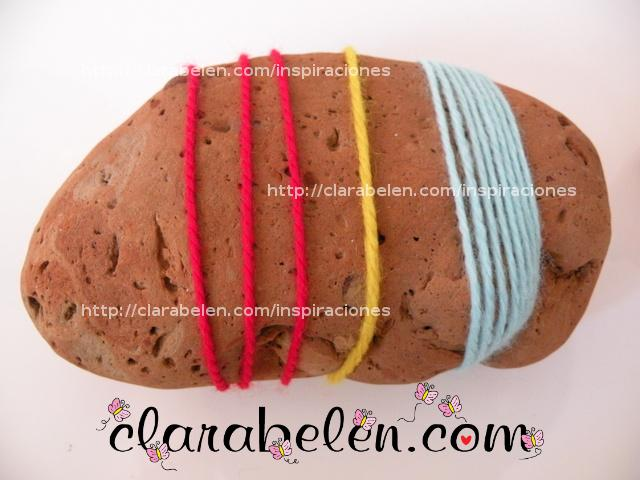 Manualidades para niños: divertidos pisapapeles con piedras y lana para regalar