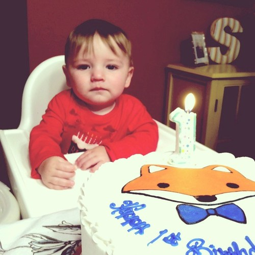 7:09pm Happy Birthday!!!! {have your cake and eat it too!} #griffinjustin #happybirthday #oneyearold #5 #mybaby #cake #fox #swansoncasa