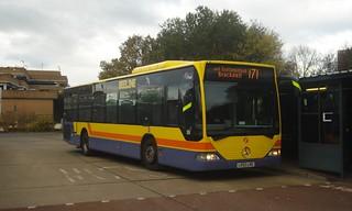 First Beeline 64018 on Route 171, Bracknell