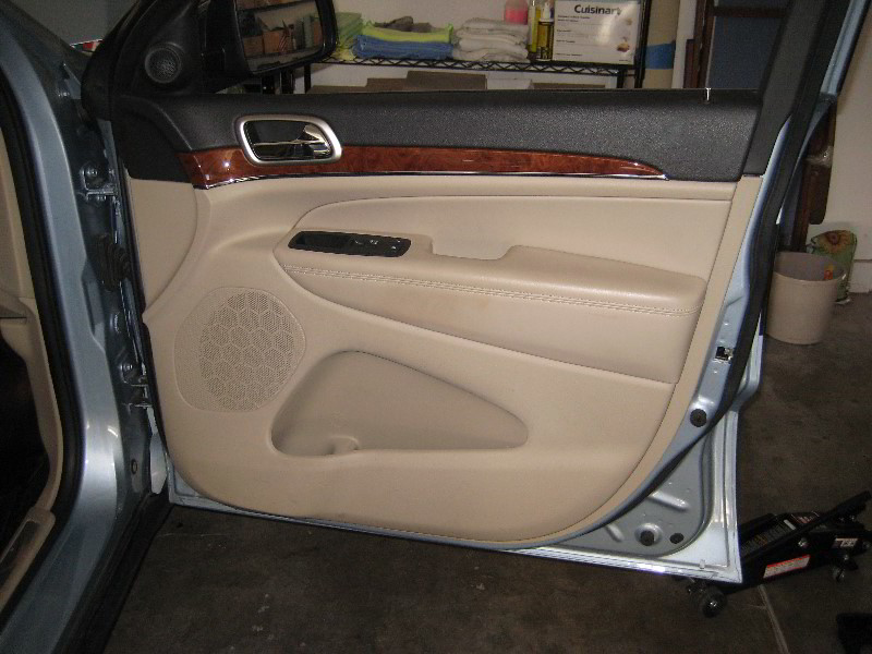 2012 Jeep Grand Cherokee Front Passenger Interior Door Panel