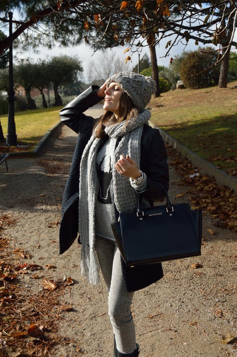 lara-vazquez-madlula-grey-tones-casual-look-fashion-blog