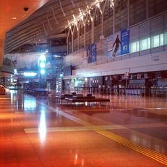 羽田空港到着。誰もいない出発ロビー