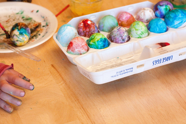Looking for an easy way to color Easter eggs with kids? These Volcano Easter eggs are perfect - Easter egg decorating and a science experiment rolled into one fun holiday activity! Make beautiful tie-dyed Easter eggs with everyday pantry supplies and no mess. DIY | Easter Crafts | Easter Ideas