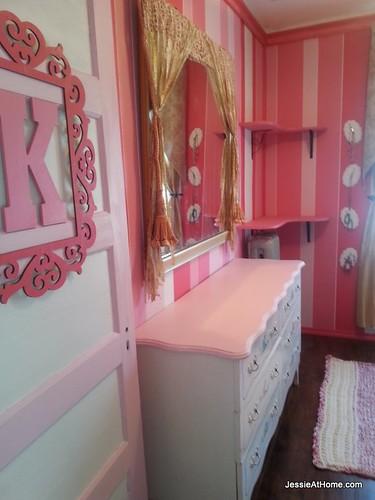 Kyla's-room-from-door