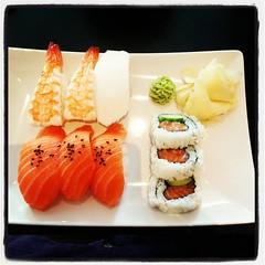 Lunchar, precis som @oakfairy, med sushi. Mycket gott! #Linköping #ConFuse