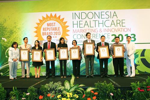 Indonesia Health Care Marketing & Innovation Conference 2013 – Foto Bersama Pemenang II.