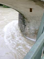 Trostberg-Hochwasser Alz-Juni 2013 -Übergang Eisenbahnbrücke zur Pechlerau