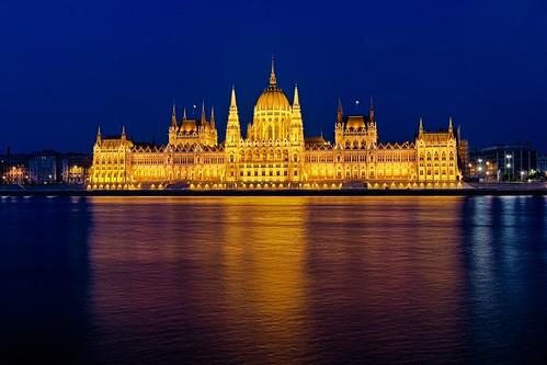 travel blue sunset vacation colors night canon river europe hungary budapest east clear hour luis parlament hdr henrique 6d danubio országház boucault