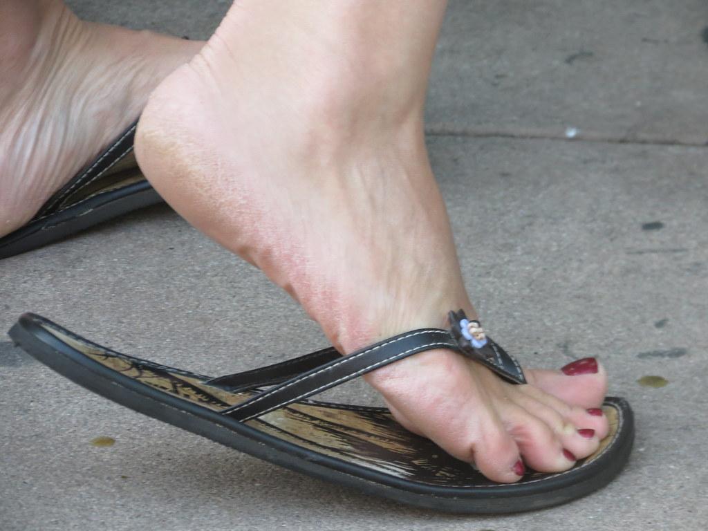 Feet Candid Teen 71