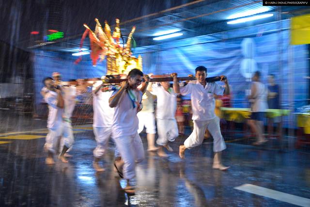 Heavy rain but dedicated devotees