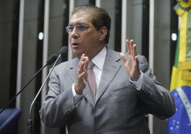 Jader e Helder pedem para Temer adiar desembarque do PMDB do governo Dilma