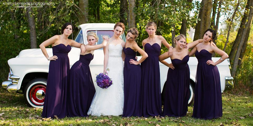 18 Bridesmaids Vintage truck