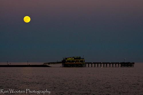 ocean winter sunset moon galveston gulfofmexico pier gulf piers sunsets coastal moonrise galvestonisland galvestontexas coastalscenery coastallife 61ststreetpier oceanstnc ronwooten ronwootenphotography