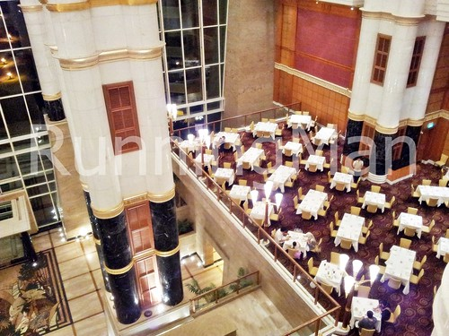 The Empire Hotel And Country Club 08 - Atrium Cafe Dining And Pillars