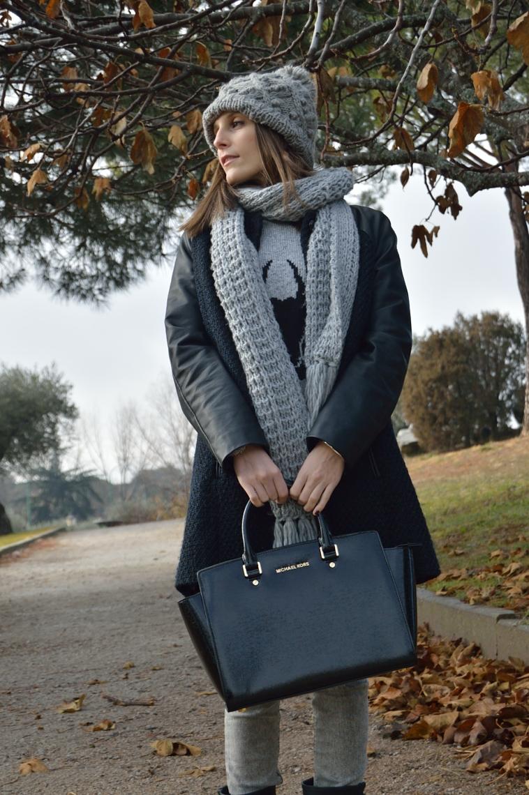 lara-vazquez-madlula-streetstyle-black-bag-fashion-style-blog-grey-tones
