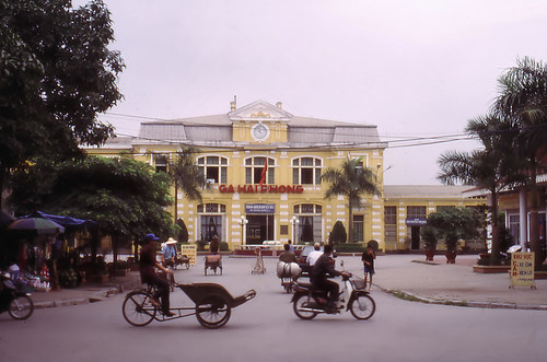 vietnam haiphong ðvsn infra stationbuilding stationsquare architecture frenchcolonialstyle ciyheritage streetscene 2003