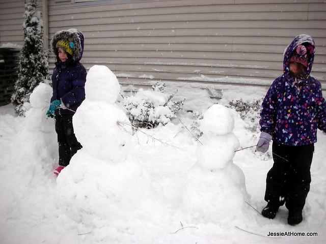 three-naked-snowmen