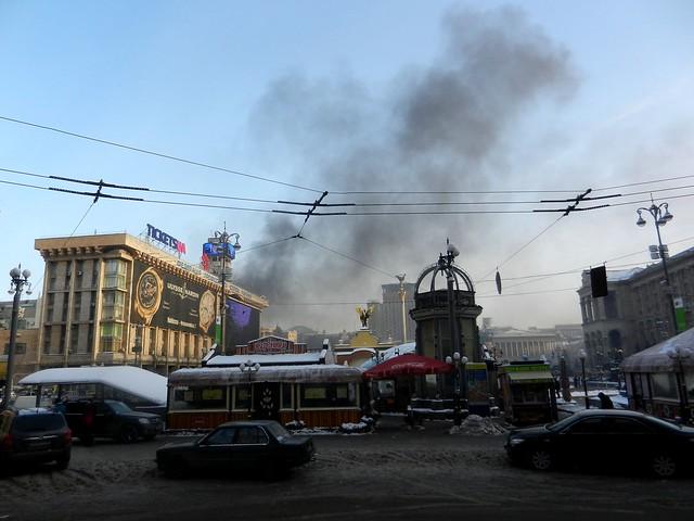 Горят покрышки на Грушевского