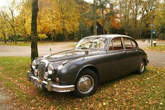 executive car(0.0), performance car(0.0), jaguar xk150(0.0), sports car(0.0), automobile(1.0), daimler 250(1.0), jaguar mark 2(1.0), vehicle(1.0), jaguar mark 1(1.0), mitsuoka viewt(1.0), antique car(1.0), sedan(1.0), classic car(1.0), vintage car(1.0), land vehicle(1.0), luxury vehicle(1.0), jaguar s-type(1.0),