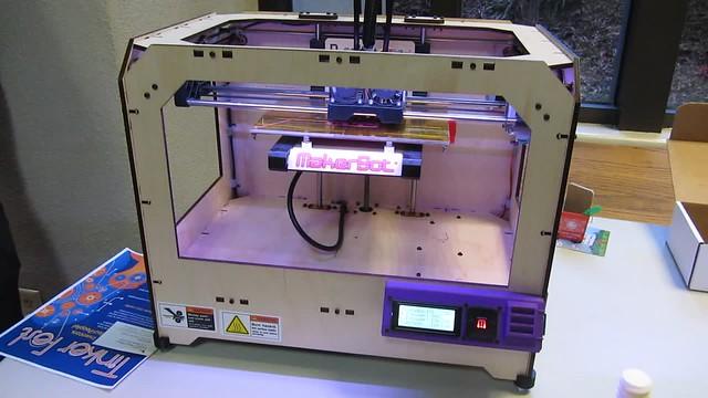 MVI_9386 makerbot replicator machine printer 3d 16s