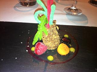 Ensalada de chocolate amargo, rúcula y coral de frambuesas