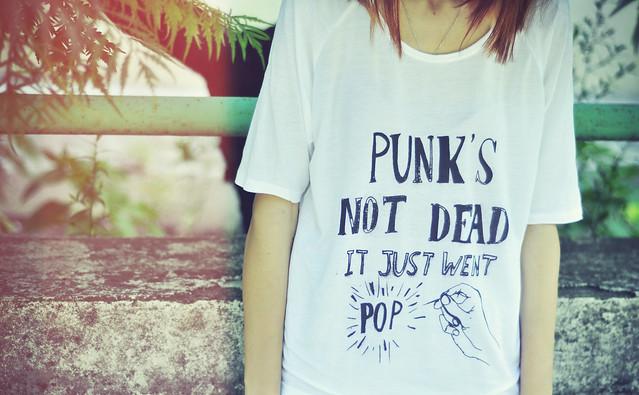Punk's not dead tshirt